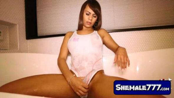 Shemale-Japan: Natalie - Bathtub Babe Busts a Nut! [HD, 720p]
