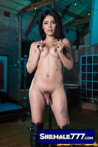 Download Tgirl-network: Aubrey Starr - Strokes Her Beautiful Cock