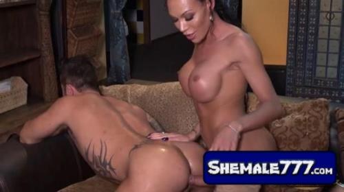 Shemale mia isabella videos