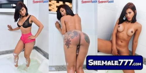 Shemale.Xxx: Thayssa Fadinha - Thayssa Likes It Wet (FullHD, 1080p, MP4)