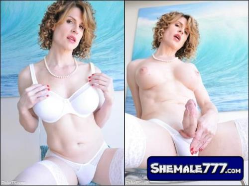 DeliaTS: Delia DeLions - Delia TS White Set with Mirror (720p, MP4)