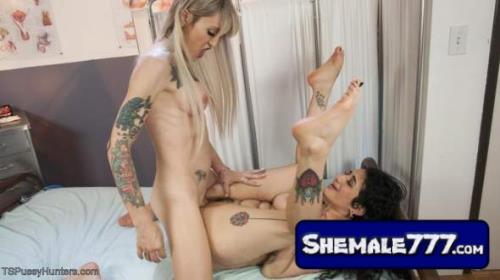 Arabische Sexbombe Arabelle Raphael macht sich mit Shemale Lena Kelly zusammen