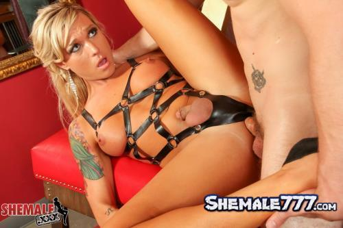 Shemale: Aubrey Kate, Wolf - Wolf Dominates Aubrey Kate! (HD 720p)