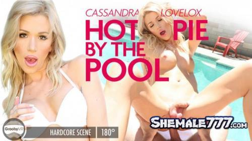 GroobyVR: Cassandra Lovelox - Hot Pie By The Pool! (UltraHD 2K 1920p)